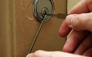 Door locks Whetstone